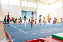 Веселото лято в Ботевград продължава със занимания по акробатика и аеробика