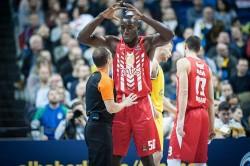 Най-колоритният играч на Евролигата почина на тренировка: 216 см, 140 кг, 56-ти номер обувки и огромна усмивка