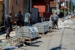 """До дни ще приключи ремонтът на тротоарите на ул. """"Зелинград"""""""
