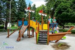 """Монтираха съоръженията за игра на новата детска площадка на ул. """"Дико Илиев"""""""