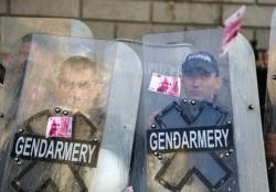 Опити за пробив в парламента, газ срещу тълпата и двама задържани