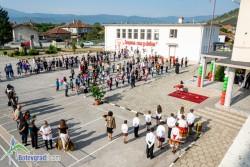 Училището в Скравена посрещна учебната година с нова площадка по безопасност на движението