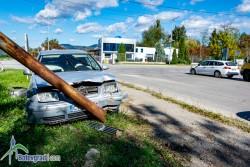"""Краден автомобил се удари в уличен стълб на кръстовището при фирма """"Гесик"""""""