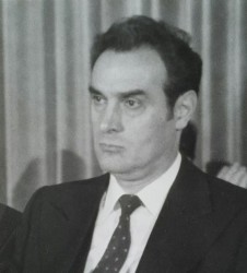Почина Стоян Михайлов