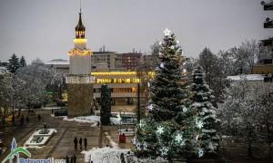 Ботевград засия в коледно-новогодишна украса /снимки/