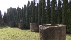 Най-голямата колекция от воденични камъни, каменни каци и мелници се намира в Радонита
