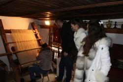 Чуйте Приказката на килима в Чипровци и Пирот