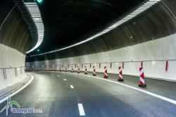 """Настройват осветлението в тунел """"Витиня"""", километрични опашки по магистралата"""