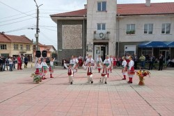 Народният представител Младен Маринов присъства на великденското тържество в Литаково