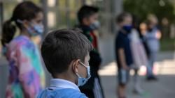 Учениците до IV клас без маски в час