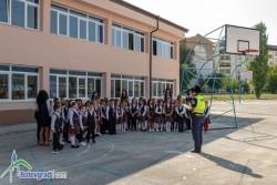 """Беседа по безопасността на движението проведоха с първокласниците в ОУ """"Св. св. Кирил и Методий"""""""