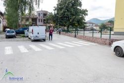 "Ремонтират пространството около входа на ОУ ""Никола Вапцаров"" – начален етап"