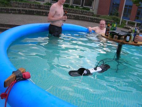 Как да се предпазим от късо съединение в басейна