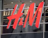 H&M остана без две звезди заради расистка реклама